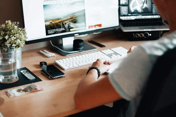 Web Design In Luton - Web Designer Working